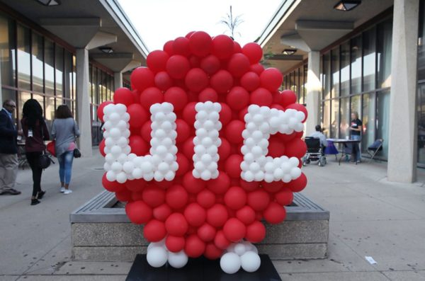 ballon sculpture  of uic logo